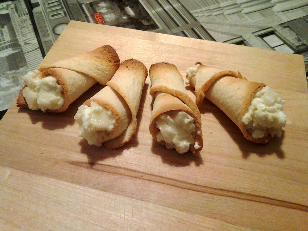 Cornucopie con formaggio e pere