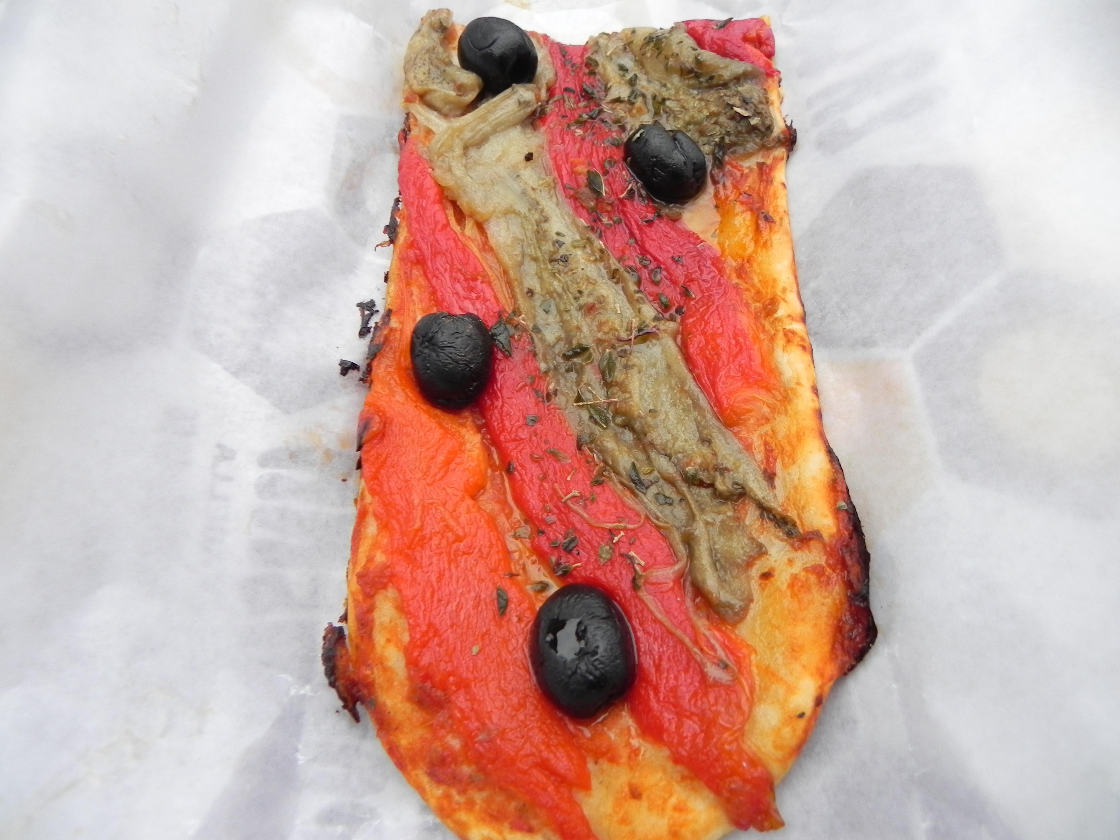 la focaccia street food qui in versione escalivada un altro piatto tipico cio con peperoni e melanzane arrostite tagliate a strisce e profumate con